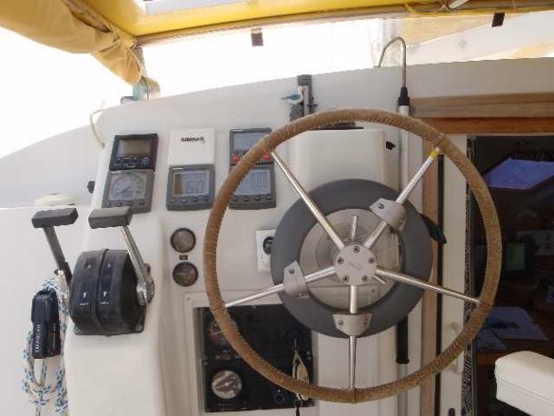 Как выбрать автопилот на яхту или катер
